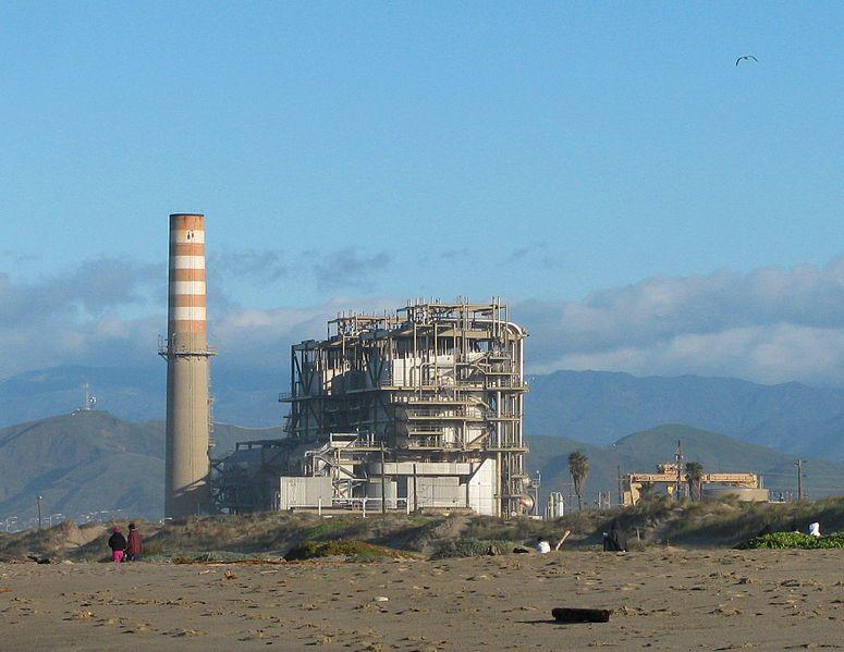 A Mandalay generating station in Oxnard. (Photo: Antandrus)
