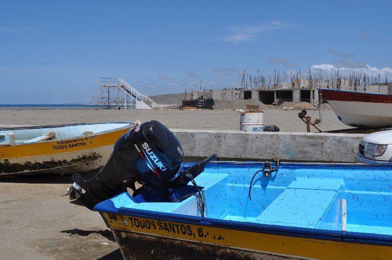 Todos Santos: Fishing boats and resort construction (Photo: Mike Borza)