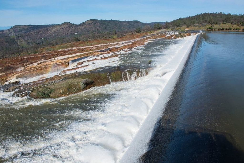1200px-Oroville_Emergency_Spillway_Carrying_Water