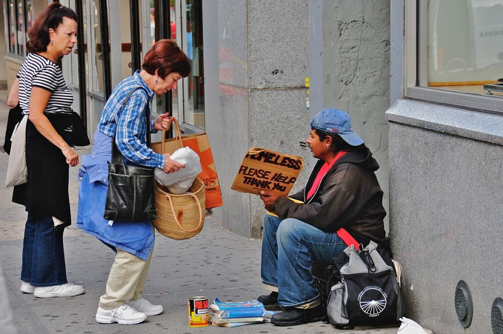 1200px-Helping_the_homeless
